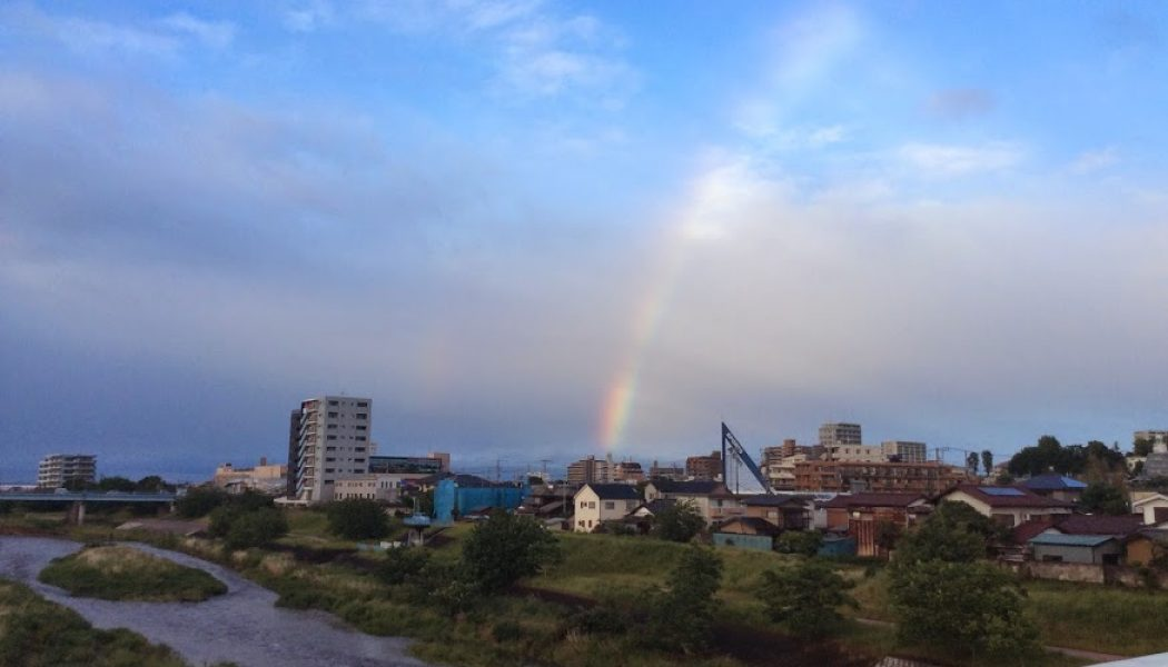 雨上がりの狭山に大きな虹