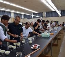 フレッシュな狭山茶の審査会開催。入間市の茶業研究所で。