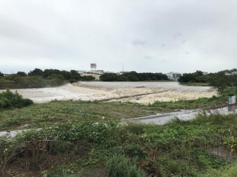 台風の影響で入間川など依然河川が増水中。子どもが近づかないよう注意が必要。
